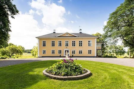 Stay at Korpegårdens Herrgård, B&B - Järpås - Bed & Breakfast