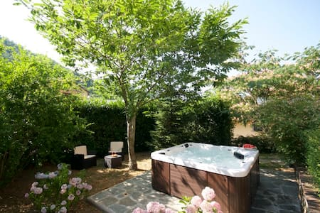 Wonderful new chalet with jacuzzi - San Godenzo