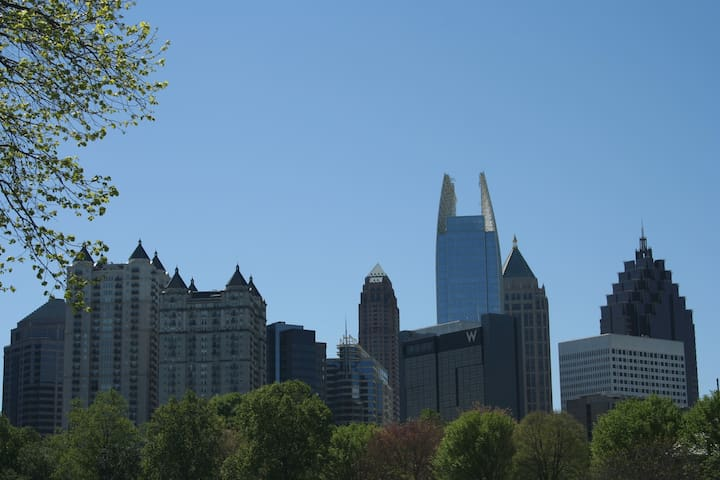 Awesome 1 bdrm w/parking right on Piedmont Park