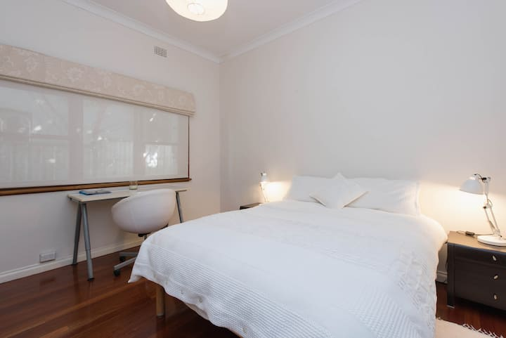Comfortable room in Leichhardt home