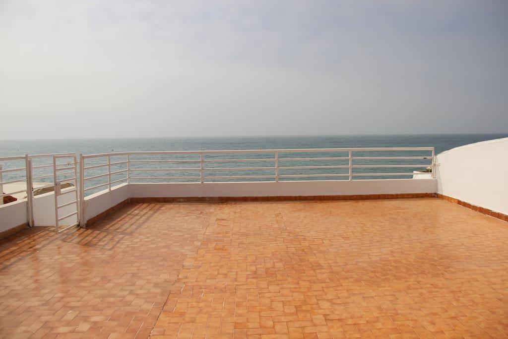 Grande terrasse vue sur mer