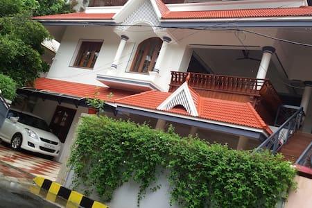 Perlachithra House , Alappat Nagar - Kakkanad