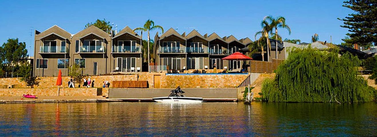Luxury Lakeside Townhouse - Nagambie