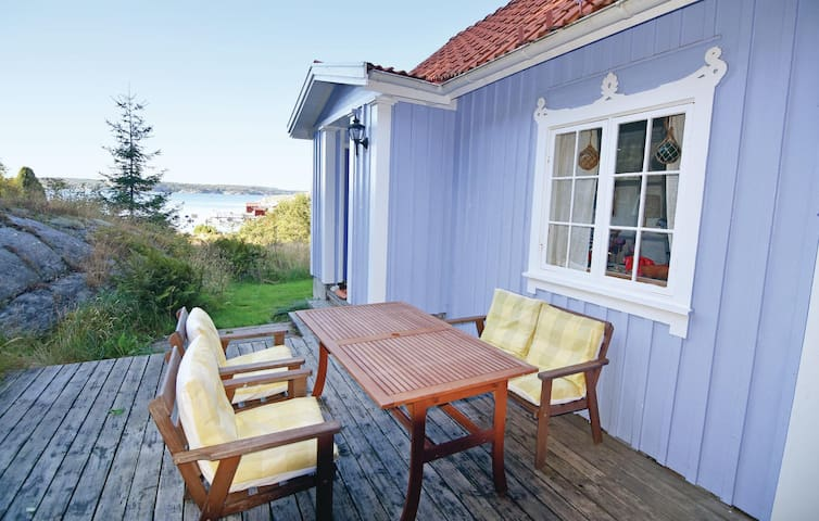 Holiday cottage with 3 bedrooms on 82 m² in Uddevalla