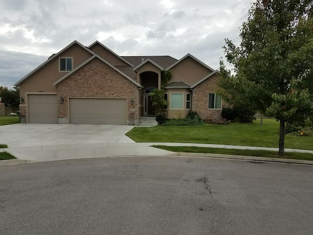 Front of Home. 3 Car garage and lots of driveway space