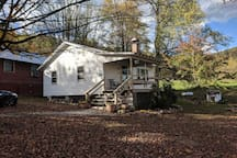 The Watercress Cottage at Buffalo Gap with 2 bedrooms, fireplace and front porch.