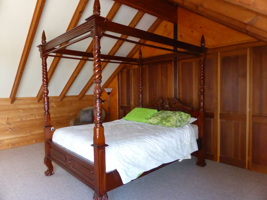 4 poster bed!