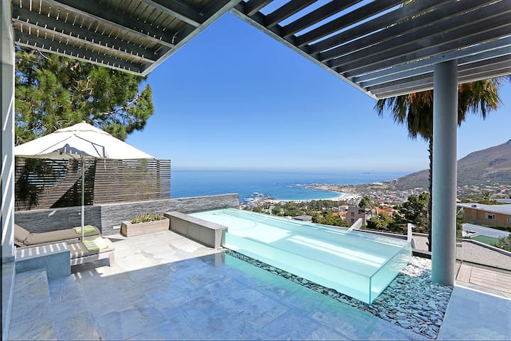 The luxury AquaVilla Penthouse Camps Bay 5*