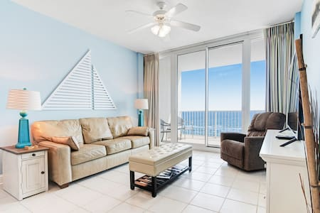 Beachfront condo w/ views, multiple on-site pools & hot tubs! Family-friendly!