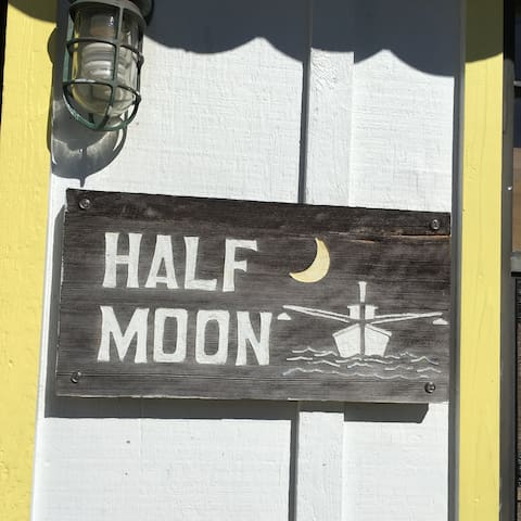 Half Moon Cottage with Dock, Harbour/Sunset View - Green Turtle Cay - Loft