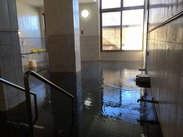 Hoshina Onsen 7 minutes by car 車で7分 保科温泉 日帰り入浴できます。