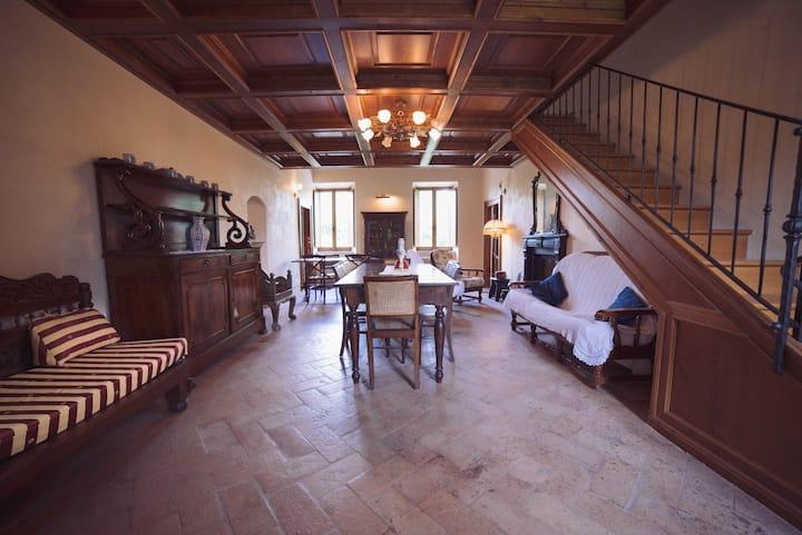 Antica Villa Ristrutturata con Giardino