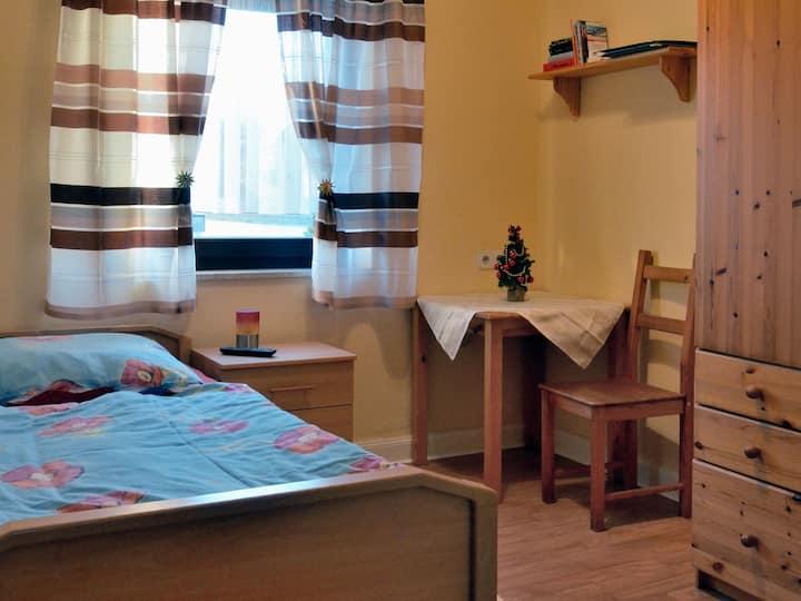 Pension Becker, (Arnsberg), Einzelzimmer mit Etagendusche Nr. 3