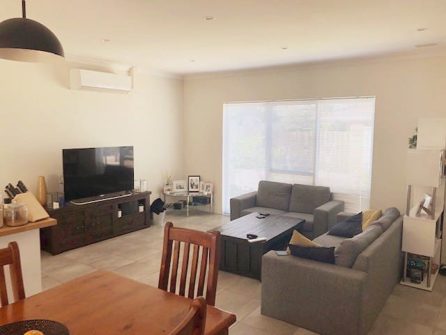 Cosy home near to the bustling Scarborough beach