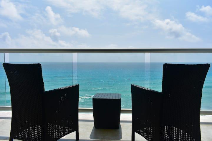 Loft vista al mar caribe y playa/ Beach Front 7F