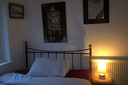 Room in perfect location for outdoor activities - Machynlleth - Haus