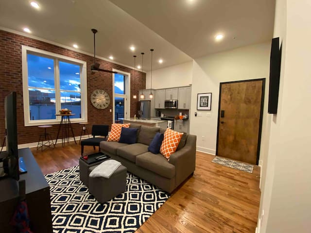 Downtown Knoxville (brand new condo)