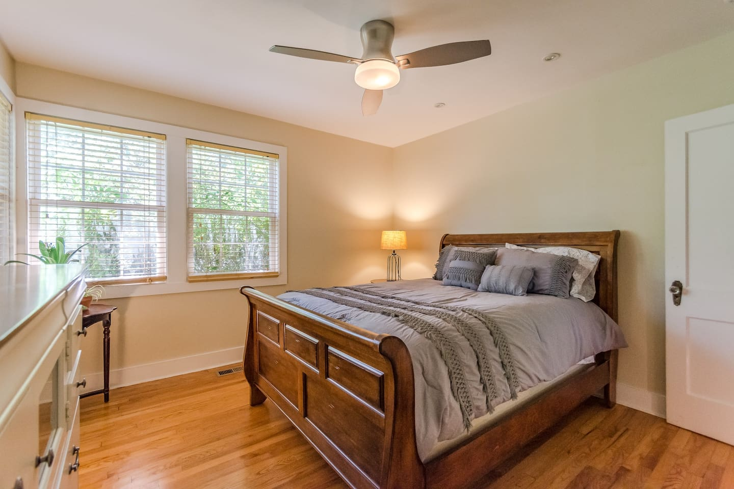 This room is perfect for a Wilmington visit! The greenery outside of the windows gives a calming feeling and gives total privacy. The mattress is top quality and is perfect for a great night's sleep. There is plenty of storage in the large dresser.