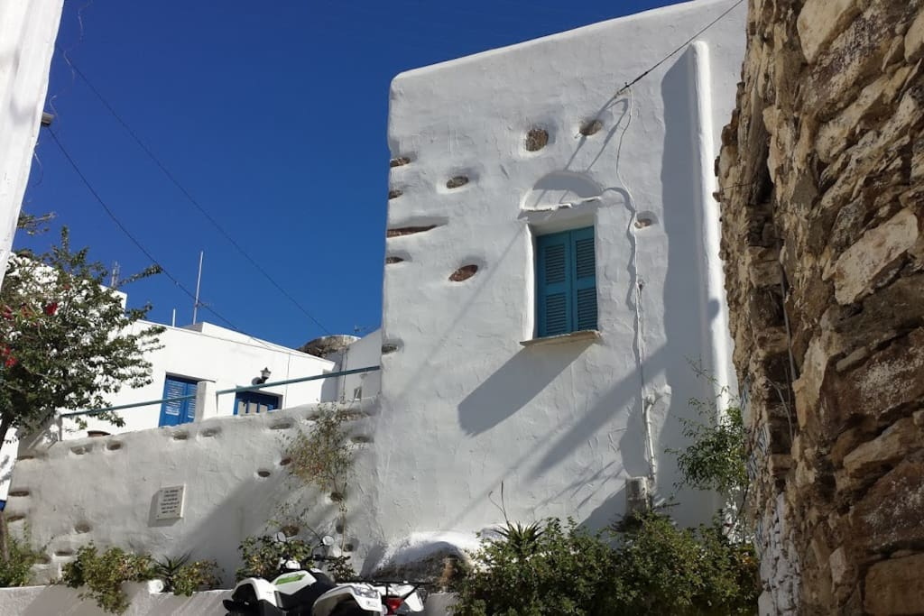 View of the Traditional 1900 stone cottage Evangelina - Lefkes Paros