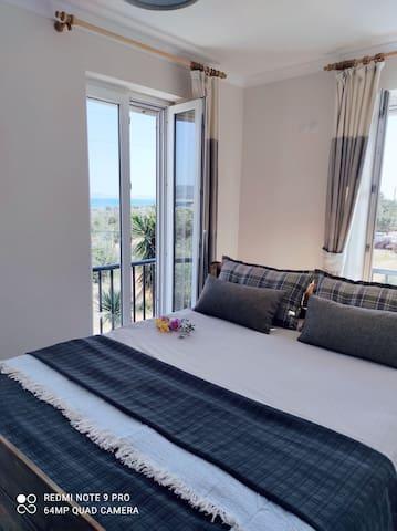 Schlafzimmer 2: Gemütliches Doppelbett (Liegefläche 160x200)