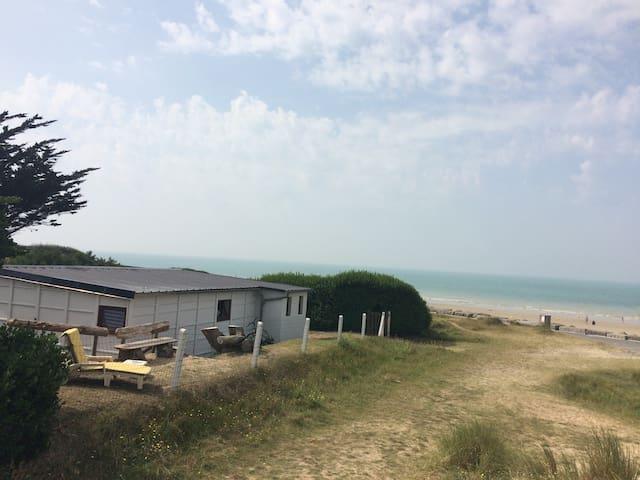 Front de mer. Descente direct sur le sable