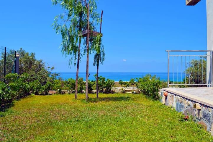 Casa immersa nel verde 350 mt mare - Paola - Apartment