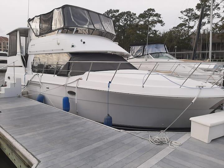 Luxurious 40ft Carver Motor Yacht