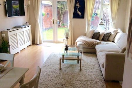 Lovely Two Bedroom House, Ascot - Ascot - Rumah