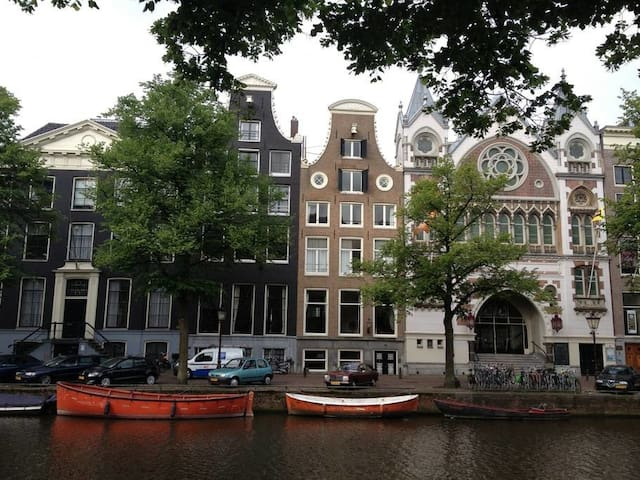 The canalhouse where you are staying! Isn't it the best place!
