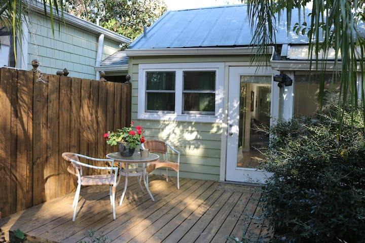 Cozy Cottage - Walk to Downtown - Gainesville - Apartment
