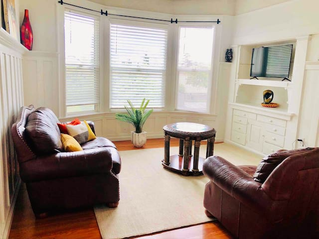 Rare Find 3brm Apt. Steps from Hosp. Rent all/part