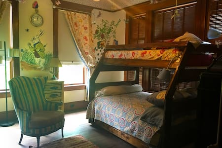 Alice in Wonderland Bedroom - Lockhart - House