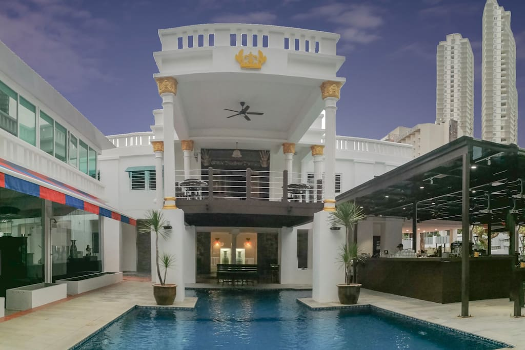 Swimming Pool (游泳池)