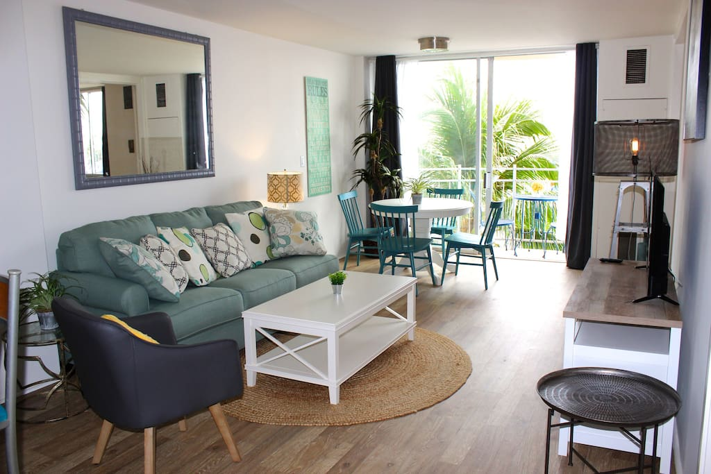 Ocean living at its best! Very clean, comfortable, everything is new!