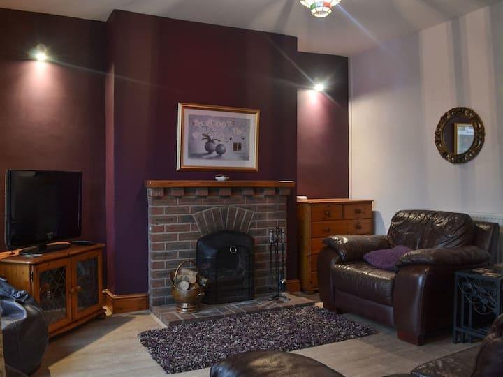 Cosy Hillside Cottage (UK12989)