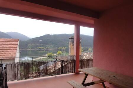 Riverside Pink Villa, Sertã