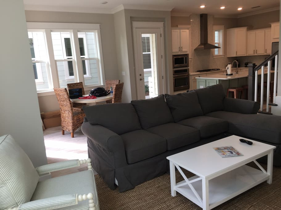Cozy family room and dining area with plenty of seating