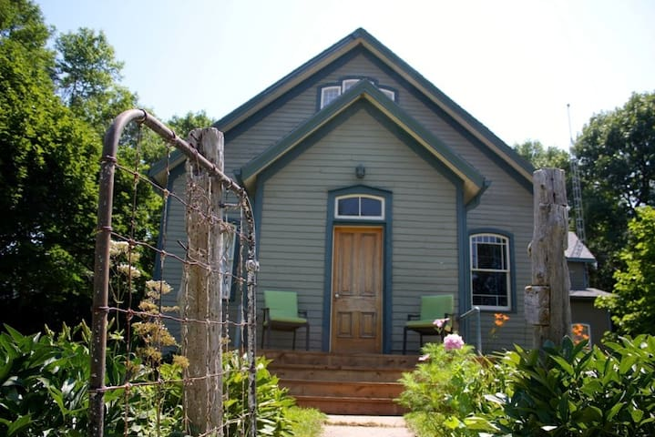 The-Dahlia-House - Prince Edward - Haus