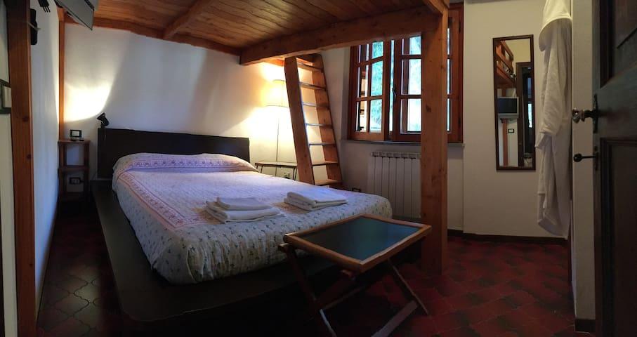 Camera letto matrimoniale #3 con soppalco 2 posti ragazzi piccoli