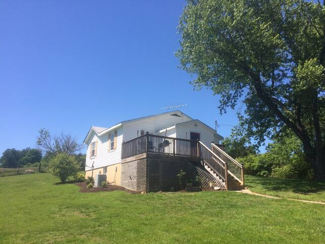 Private Charming Country Home- 10 min away from LU