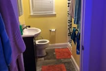 Spacious 2BR/1.5Bath Apartment 5min from Downtown