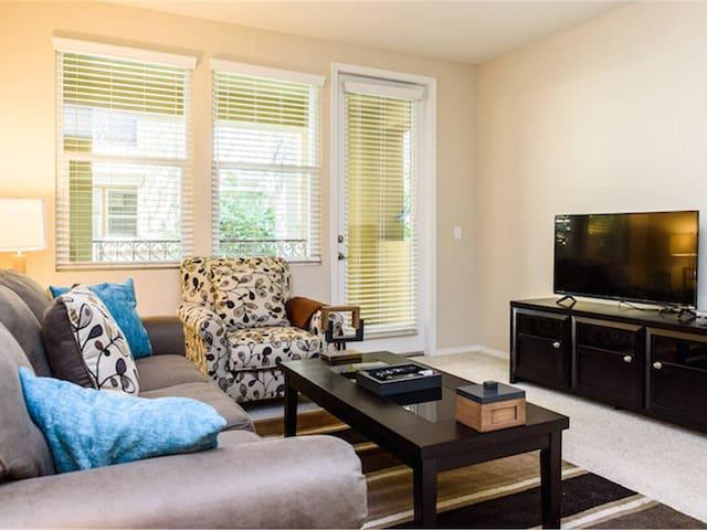 85* Two Queen Beds Beautiful Apartment - Irvine - Departamento