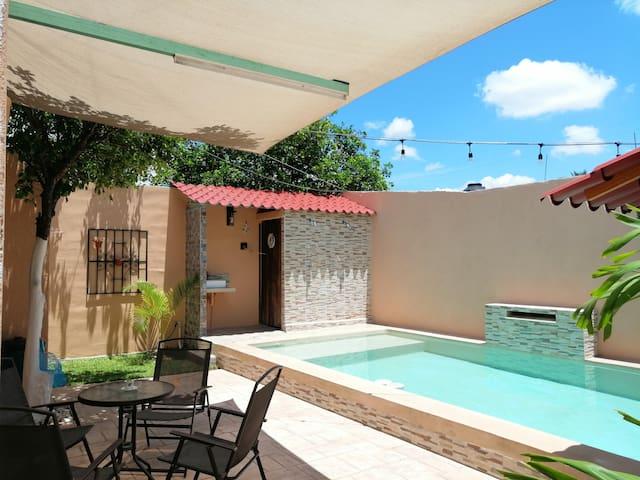 Bonita casa amueblada con piscina en zona Norte.