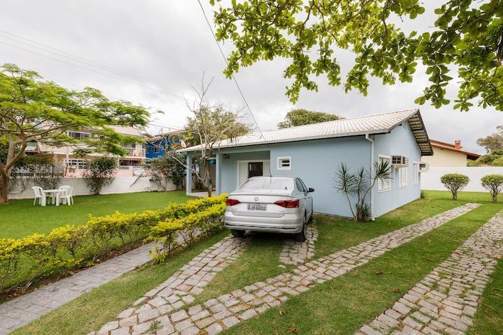 Aconchegante casa a 50m da Praia da Barra da Lagoa