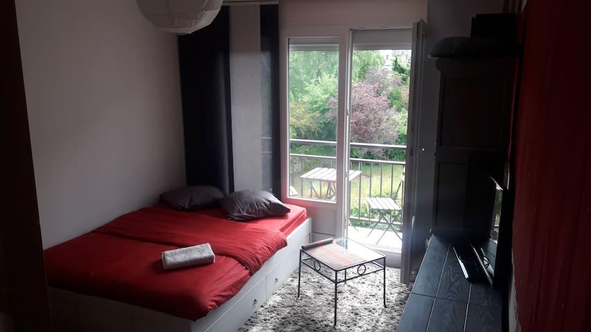Chambre  calme et agréable (n°2) à 7 min du RER