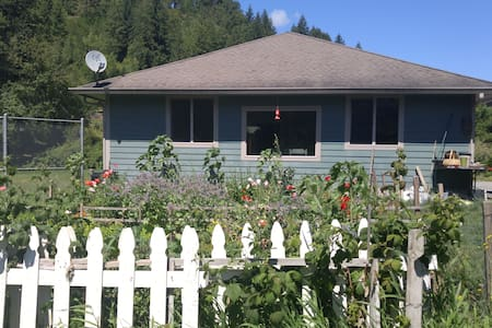 Kalama River Cottage/2 miles off of I-5 Exit 32 - Kalama - Hus