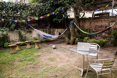 Large, sunny suite in a vibrant house near Patan - Kathmandu - Bed & Breakfast