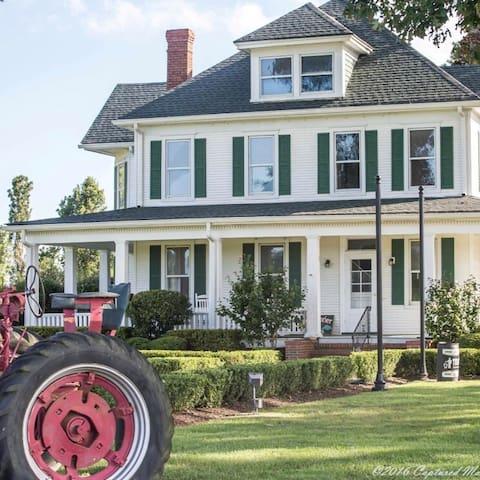 Historic Greenbrier Farms Farm House