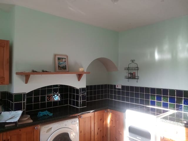 Quiet Double Room near M40 and train station