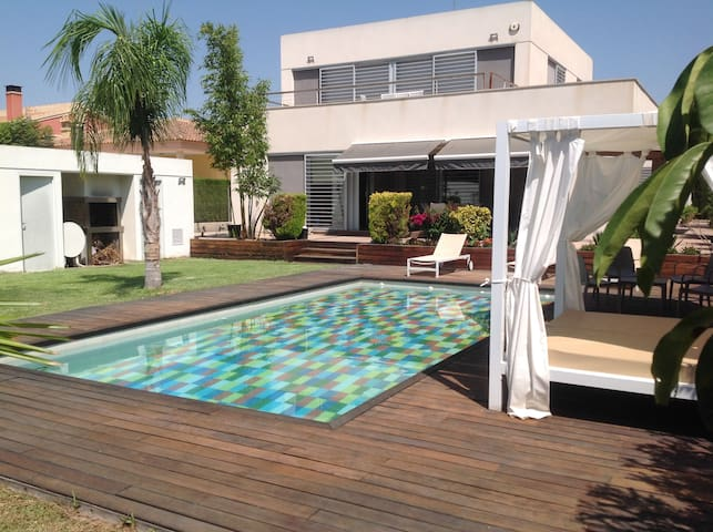 Modern chalet, swimming pool and garden